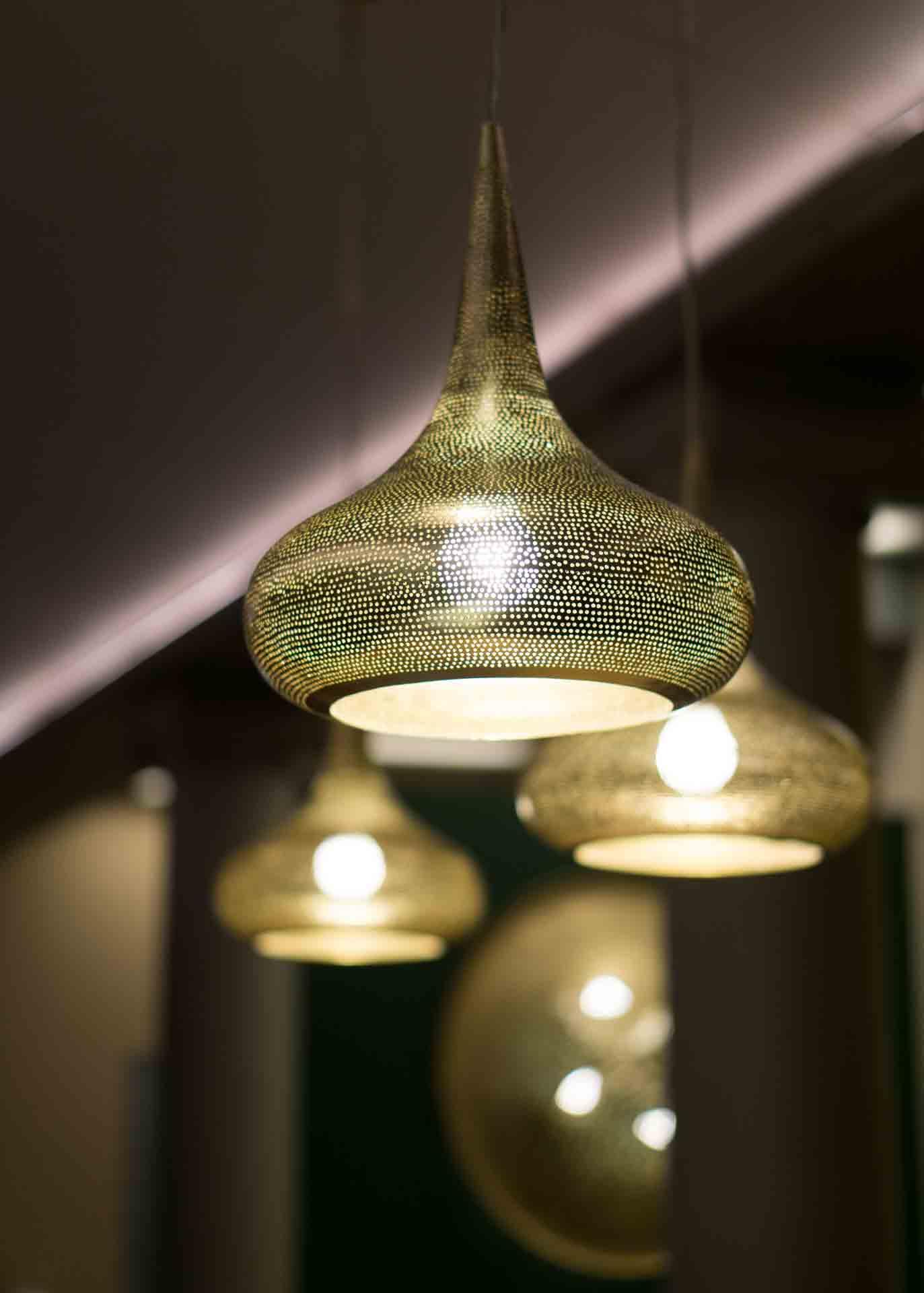 Restaurantdesign orientalische Lampen gold