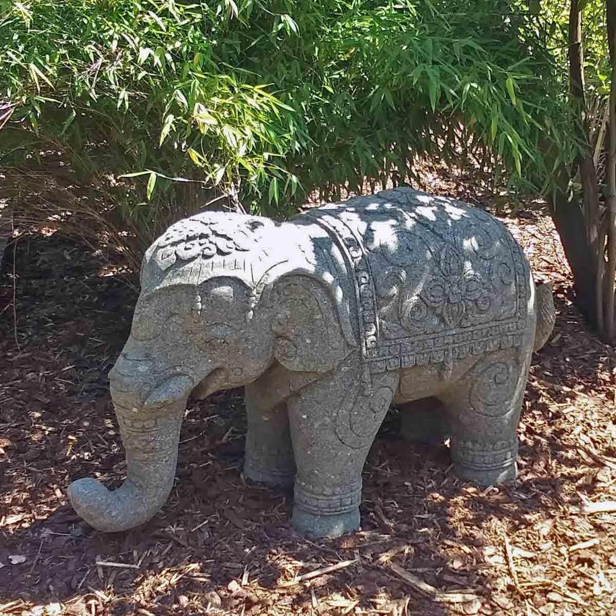 Steinfigur Elefant Basanit handgeschlagen 100cm